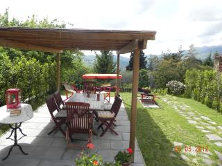 Large portion of farmhouse on the hills of Lucca.WIFI.Garden. - Lucca vacation rentals