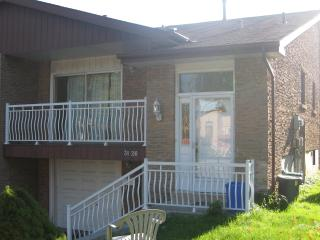 Mississauga House, Great Neighbourhood Lots of Room - Mississauga vacation rentals