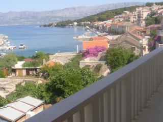 Villa Moj mir - apartmani moderno opremljeni s prekrasnim pogledom na more, 5 min. od mora - Brac vacation rentals