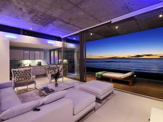 Beachfront penthouse with panoramic views&Jacuzzi - Camps Bay vacation rentals