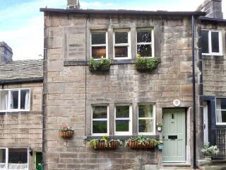 TRIANGLE COTTAGE romantic retreat, en-suite bathroom, close to town in Hebden Bridge Ref 21626 - Hebden Bridge vacation rentals