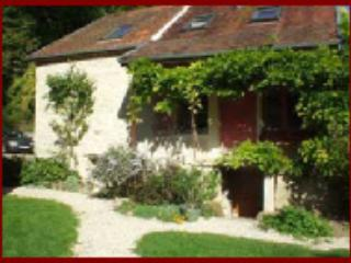 BurgundyVillas - The Farmhouse - Semur-en-Auxois vacation rentals