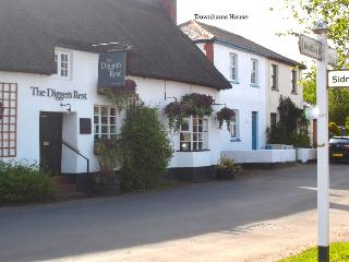 Cosy Devon cottage in country village with pub. - Exeter vacation rentals