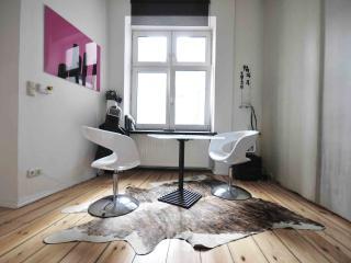 Berlin-Kreuzberg, Apart-studio Gaston, for an ideal and original stay. - Naples vacation rentals