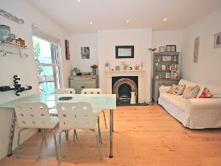Bright 2 bedrooms flat in Maida Vale/Queens Park - London vacation rentals