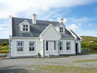 BUNERIS, WiFI, open fires, en-suites throughout, charming views, detached cottage near Roundstone, Ref. 29857 - Connemara vacation rentals