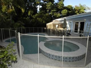 Beautiful tropical home w/ heated pool and hot tub - Fort Lauderdale vacation rentals