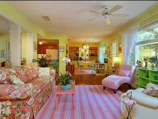 Vintage Jewel w Modern Amenities 10 min from SK - Sarasota vacation rentals