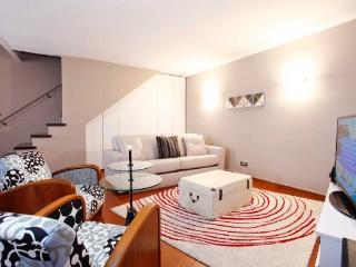 CR1072Rome - Loft Via della Luce - Rome vacation rentals