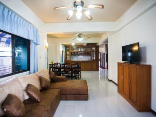 House 4 Bedroom Shared Swimming Pool - Patong vacation rentals
