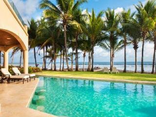 Breathtaking Villa Royal Palms, oceanfront pool with bar and daily maid service - Playa Hermosa vacation rentals