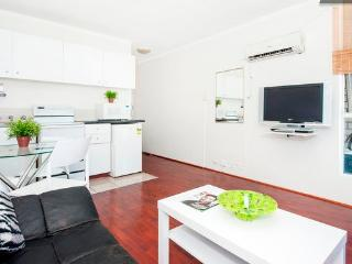 Large Studio Metres To Oxford St+Hyde Park Sleeps4 - Randwick vacation rentals