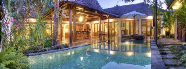 Beautiful Javanese central 150yr Old Joglo sets the scene for a relaxing natural atmosphere. - 150yr Old Joglo Inspired 2BDR, Pool & Staff - Seminyak - rentals