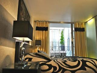 Business Suite BLACK near Reforma Avenue - Mexico City vacation rentals