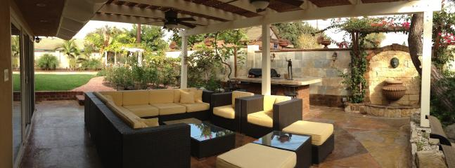 Patio with lounge area, wicker sofas and table,  BBQ island, dining table - Gorgeous Private Guest house with outside living, - Santa Ana - rentals