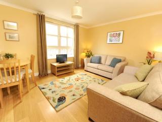 Edinburgh Central: 2 Bed, with parking - Sleeps 6 - Edinburgh vacation rentals