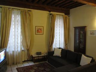 Apartment Giacomo: Wonderful apartment in Lucca's historical centre, with A/C and WIFI - Lucca vacation rentals