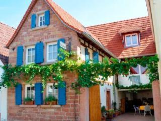 Vacation Apartment in Venningen - 689 sqft, charming, relaxing, bright (# 4431) - Venningen vacation rentals