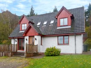 SILVER BIRCH LODGE, Loch views, en-suites, decked balcony, pet-friendly, in Rattagan, near Dornie, Ref. 28024 - Lochcarron vacation rentals