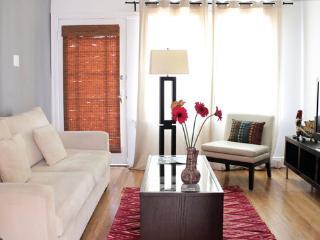 Cosmopolitan Comfort - Glendale vacation rentals