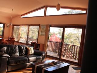Harrys Lookout - 4 Bedroom cottage in Katoomba, Blue Mountains, NSW - Blue Mountains vacation rentals