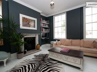 Classic London Living! 2 bed residence in central London! - London vacation rentals
