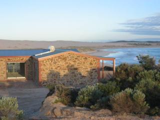 Peaceful secluded beach house on water's edge - South Australia vacation rentals