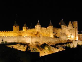 2 Bed Apartment, Carcassonne centre, La Cité views! - Carcassonne vacation rentals