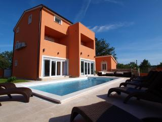 Luxury Villa Style With Heated Swimming Pool - Pula vacation rentals