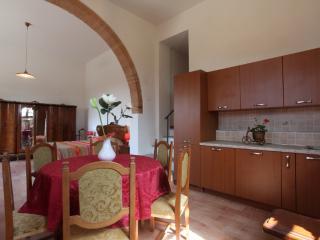 Casa Vacanze Il Tramonto Sul Chianti: Apt. Bacco - Montespertoli vacation rentals