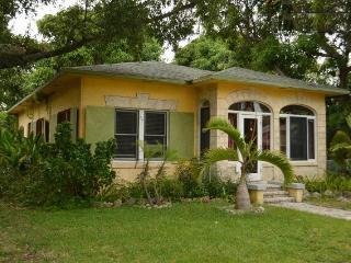 Rustic Mango House & Gardens Near Las Olas (4 BR) - Fort Lauderdale vacation rentals