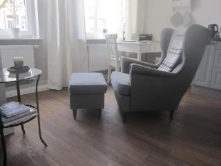 Vacation Apartment in Buxtehude - 323 sqft, central, tranquil, upscale (# 4447) - Schenefeld vacation rentals