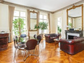 Chic 1 bedroom in Galeries Lafayette - Whiteparish vacation rentals