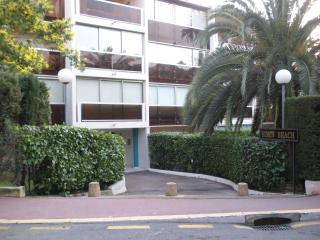 Fantastic Cannes Studio with a Pool, Garden, and Sauna - Cannes vacation rentals