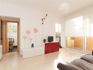 COSY, QUIET AND SUNNY APARTMENT - Barcelona vacation rentals