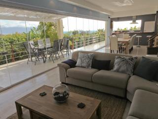 PINGUSHOUSE LUXURY VILLA WITH POOL IN SIMON'S TOWN - Cape Town vacation rentals