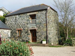 Traditional stone cottage, 10 minutes to the sea - Porthallow vacation rentals
