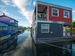 UNIQUE a B&B Float home in the sea  Close downtown - Vancouver Island vacation rentals