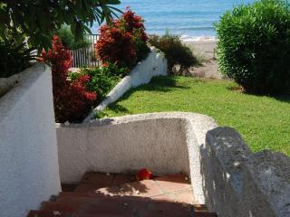 Access direct beach Mijas Costa, WIFI, terrace, a/a - Fuengirola vacation rentals