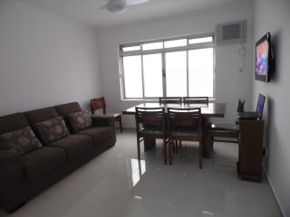Ótimo apartamento quase na esquina da avenida da praia-3 quartos - Praia Grande vacation rentals