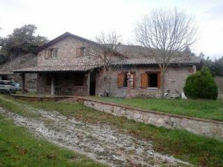 Splendid farmhouse in Umbria recently renovated - Gubbio vacation rentals