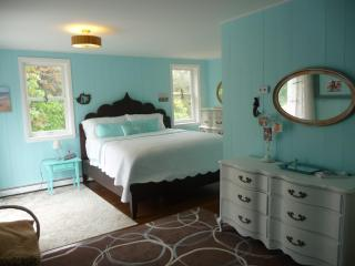 5 bedroom 3 full bath, 1/4 mile to bayside beaches - Eastham vacation rentals