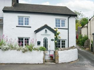 ROSE COTTAGE, woodburning stove, lockable bike storage, patio, in Great Urswick, Ref 912713 - Great Urswick vacation rentals