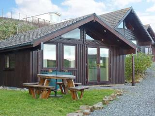HENFORD LODGE, detached lodge on holiday park, all ground floor, sea views, on-site swimming pool, near Bude, Ref 903740 - Bude vacation rentals