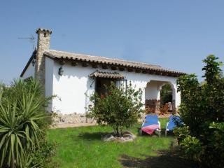 El Cortijo, 2 bedroom villa & pool, 500m to beach! - El Palmar vacation rentals