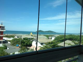 Beach penthouse, 50 m to the beach, breathtaking view - State of Santa Catarina vacation rentals