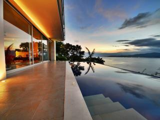 View to die for | Samuh Hill Residence - Kubu vacation rentals