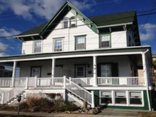front of house - 3 BR/2 Bath New Remodel w/ AC right by beach!! - Cape May - rentals