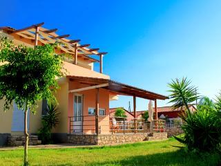 4 Bedroom Holiday Villa, Large Garden, Near Beach - Chania vacation rentals