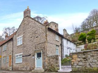 BECK COTTAGE, fantastic steam railway location, great touring base, character features, corner cottage in Pickering, Ref. 24339 - Pickering vacation rentals